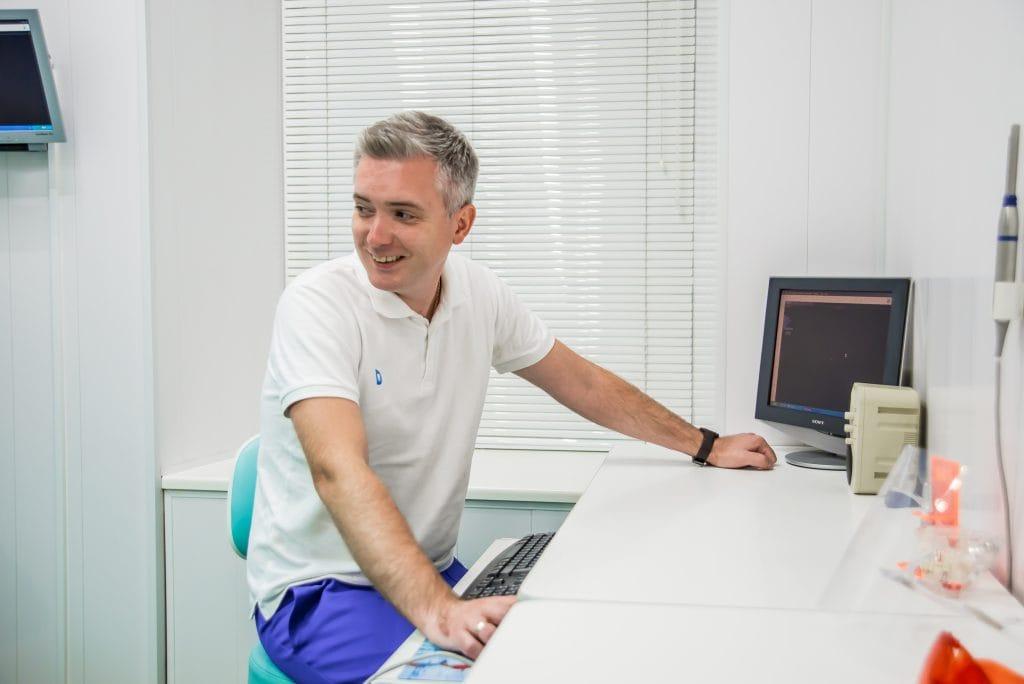 Установка імплантів Київ Воронін Віталій Вікторович