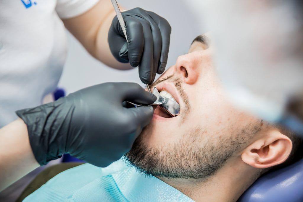Протезирование зубов в Киеве